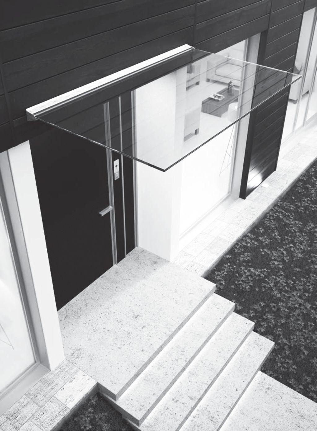 Skleněná stříška nad vchodovými dveřmi