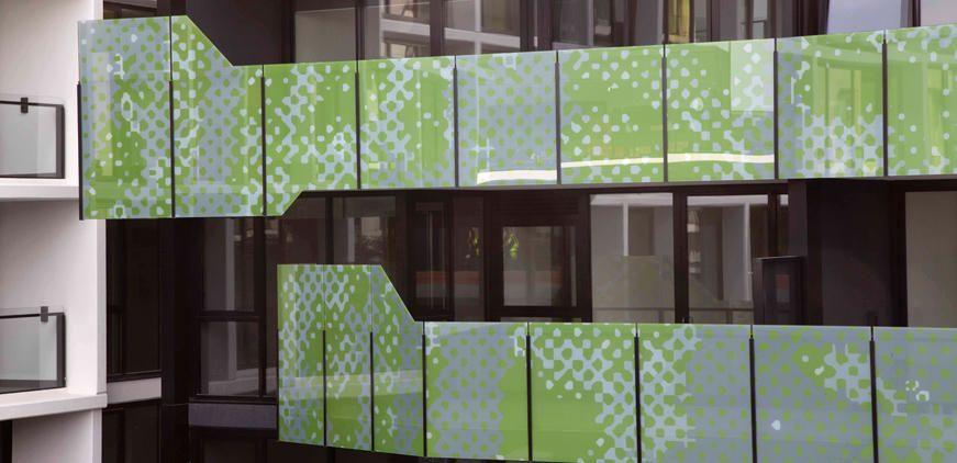 Skleněné balkonové zábradlí s postiskem